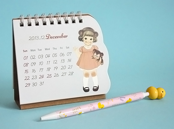 Cute Paper Doll Mate Desk Calendar